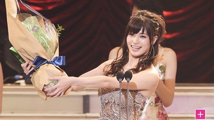 Shouko Takahashi Best Newcomer Av Actress 2017 1.jpg